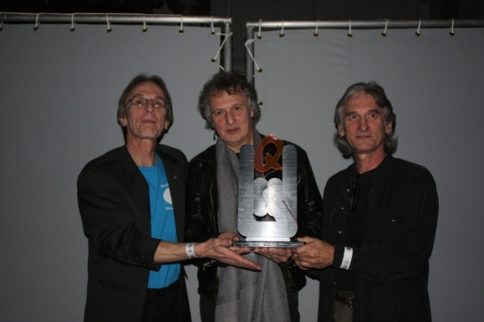 AW - Ritchie David & Jim with Q trophy 03