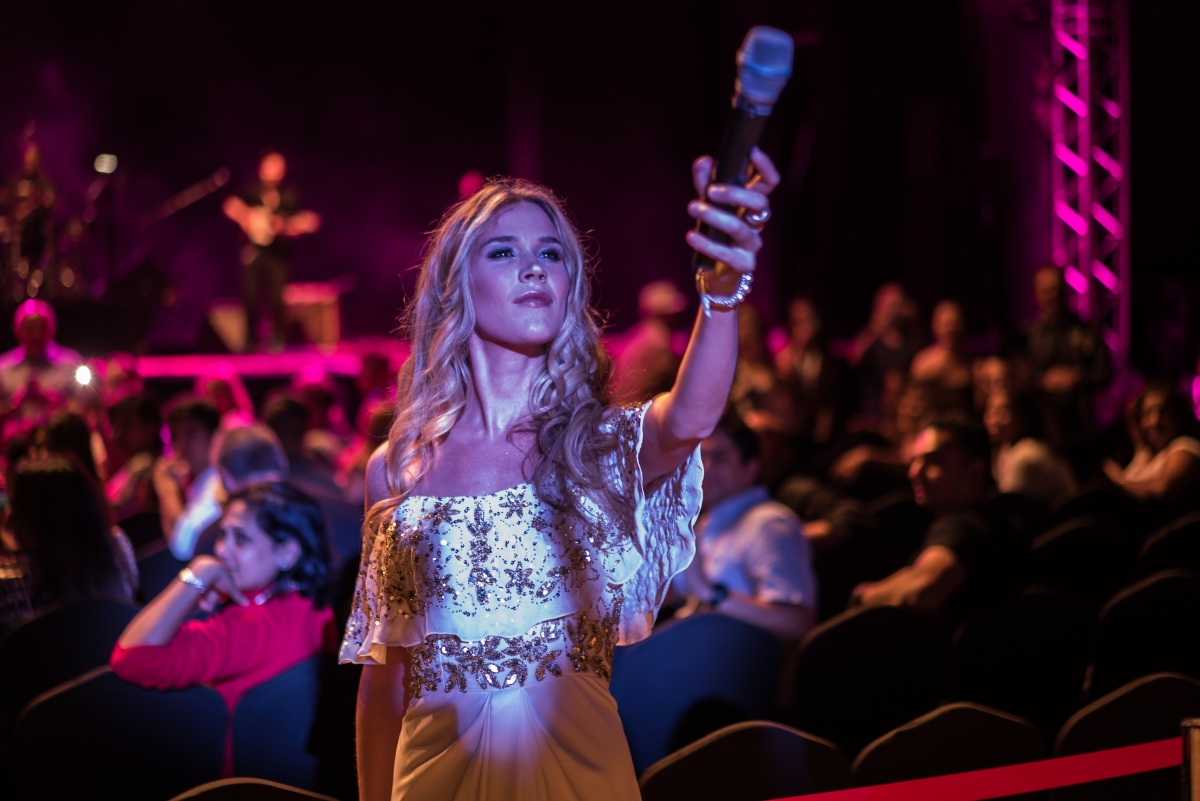Joss Stone – Anything But A Rock As She Heads to Montreal …