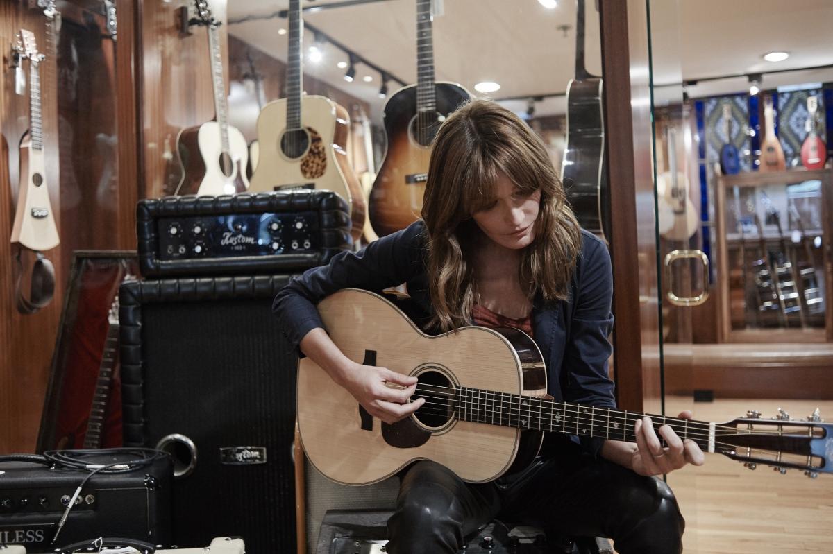 Rick Keene Music Scene - Carla Bruni 'Covers' Montreal
