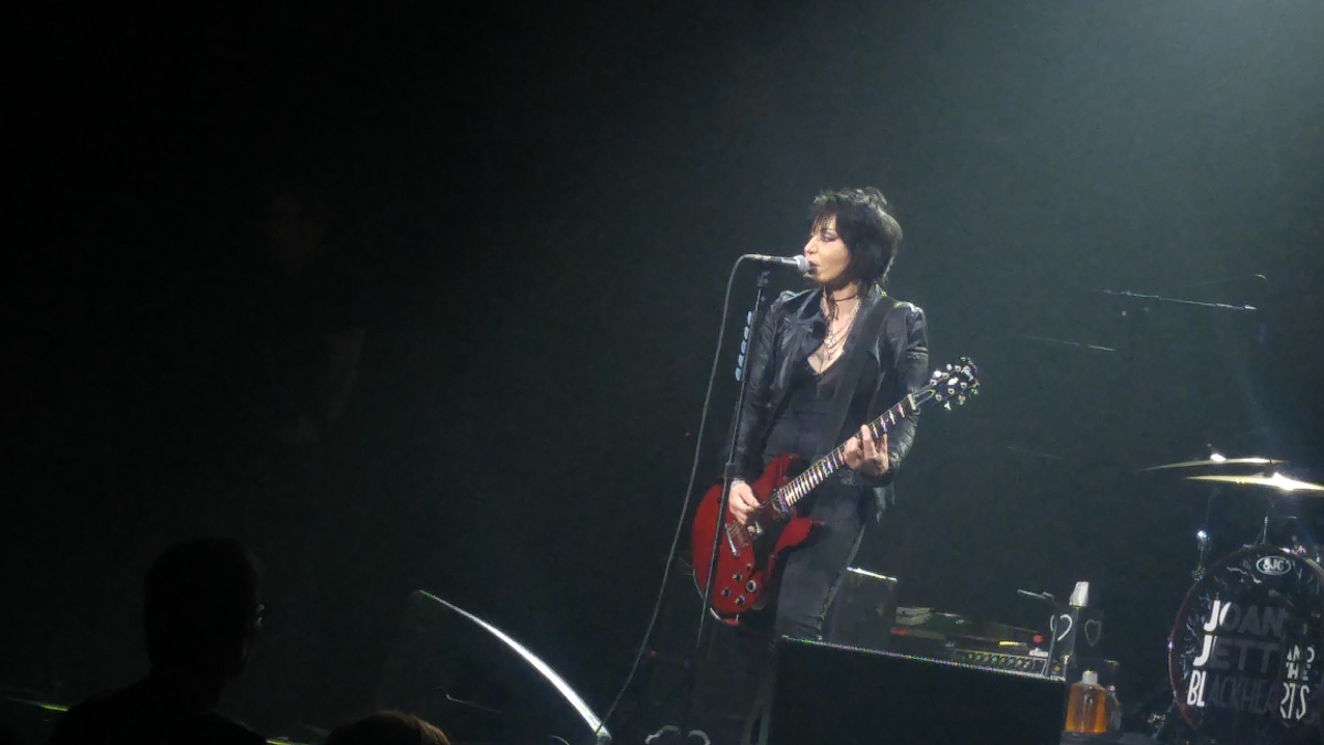 Rick Keene Music Scene - Tesla / Joan Jett and Styx Put On a Rock n Roll Show !