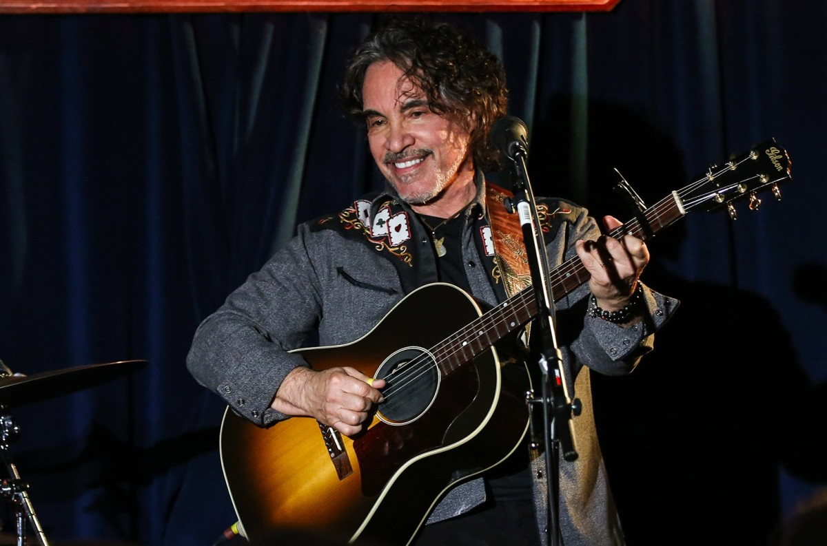 Rick Keene Music Scene – John Oates – The Christmas Song and A Chat …
